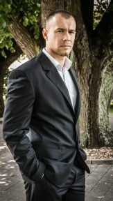 Oblek Tomy